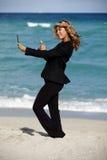 Strand Selfie för affärskvinna Royaltyfria Bilder
