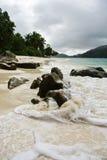 Strand in Seychellen-Inseln lizenzfreie stockfotos