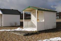 Strand som förlägga i barack på Bexhill-0n-Sea. UK Royaltyfri Bild