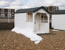 Strand som förlägga i barack på Bexhill-0n-Sea. UK Royaltyfri Fotografi
