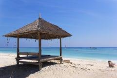Strand som förlägga i barack på Gili Islands Royaltyfri Foto