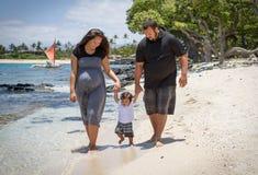 strand som lärer att gå Fotografering för Bildbyråer