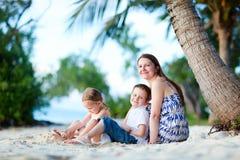 strand som tycker om aftonfamiljen Arkivbilder