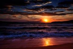 Strand am Sonnenaufgang Lizenzfreie Stockfotos