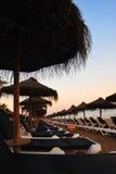Strand am Sonnenuntergang Lizenzfreie Stockbilder