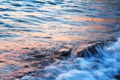 Strand am Sonnenuntergang Lizenzfreies Stockbild