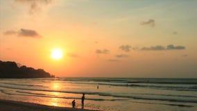 Strand-Sonnenuntergang auf Bali, Indonesien stock video footage