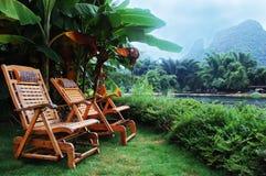 Strand-Stühle an der Rücksortierung Stockfoto