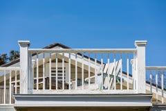 Strand-Stuhl und Balkon, die Farbe benötigen Stockfotos