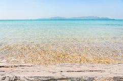 Strand-Szene mit Bretterboden lizenzfreie stockbilder