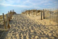 strand till walkwayen Royaltyfri Bild