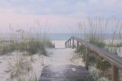 strand till walkwayen Arkivbilder