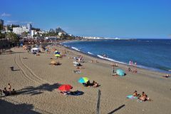 Strand Torrebermeja in der Stadt von Benalmadena Màlaga stockfotografie