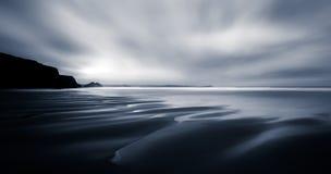 Strand-Träume, Meerblickzusammenfassung, Watergate-Bucht, Cornwall lizenzfreie stockfotografie