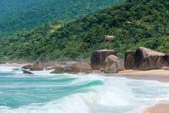 Strand in Trinidade - Paraty, Brazilië Stock Foto