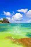 strand tropiska seychelles Arkivfoto
