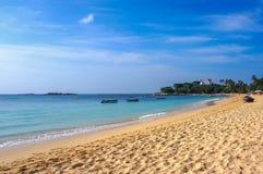 Strand in Unawatuna Het eiland van Ceylon Royalty-vrije Stock Afbeeldingen