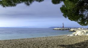 Strand und adriatisches Meer in Tucepi, Kroatien Stockfotos