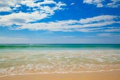 Strand und blauer Himmel stockfoto