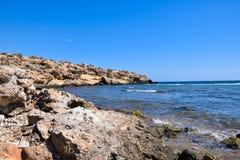 Strand und Felsen Stockfoto