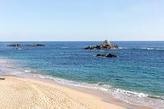 Strand und Felsspitzen Lizenzfreie Stockfotografie