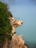 Strand und Klippen in Benidorm Spanien Lizenzfreies Stockfoto