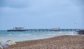 Strand und Pier Worthing stockfotografie