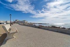Strand und Promenade - Saintes Maries de la Mer - Camargue Provence - Frankreich stockbilder