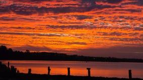 Strand und Sonnenunterganghimmel Lizenzfreie Stockfotos