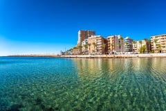 Strand und Stadtbild Torrevieja, Spanien Stockbild
