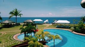 Strand- und Swimmingpool Stockbilder