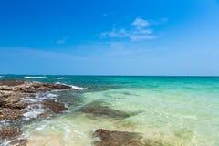 Strand und tropisches meeres- Lizenzfreies Stockfoto