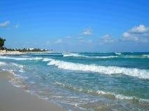 Strand und Wellen   Lizenzfreie Stockfotografie