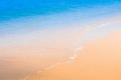 Strand und Wellen im Meer Lizenzfreies Stockbild