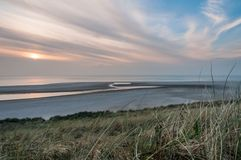Strand under solnedgång Royaltyfria Bilder