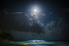 Strand unter dem Mondlicht Lizenzfreies Stockbild
