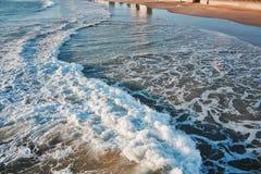 Strand vågor, sand Arkivbilder