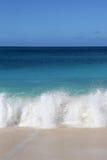 Strand, vakantieoverzees en golven Stock Fotografie