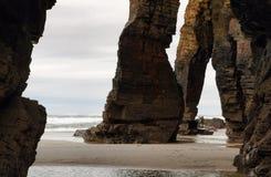 Strand van de Kathedralen in Ribadeo, Spanje stock foto's