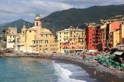Strand van dorp van Camogli, Italië Royalty-vrije Stock Afbeelding