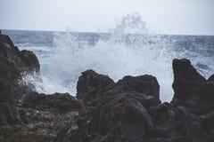 Strand van het Djupalonssandur het zwarte zand in IJsland Stock Afbeeldingen