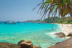 Strand van het eiland van Similan Koh Miang in nationaal park, Thailand Stock Foto