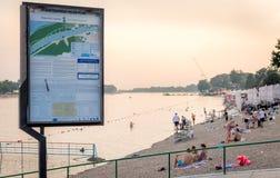 Strand van het meer Ada Ciganlija van Belgrado in zonsondergang royalty-vrije stock afbeeldingen