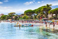 Strand van het Mondello het witte zand in Palermo, Sicilië Stock Foto