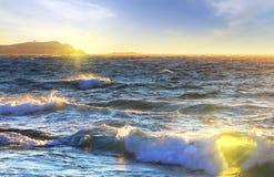 Strand van Mediterranian-overzees bij zonsopgang, Griekenland Royalty-vrije Stock Foto