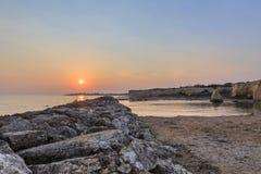 Strand van Punta Cirica bij zonsondergang stock foto's