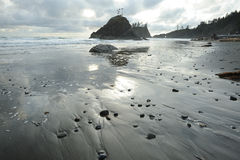Strand van vreedzame kust stock afbeelding
