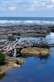 Strand van vreedzame kust stock afbeeldingen