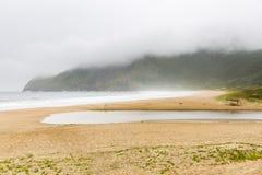 Strand-, vatten- och regnmoln Royaltyfria Bilder