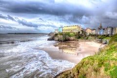 Strand vid ön Tenby Wales för St Catherines i HDR Arkivbild